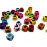 50 perles 8mm acryliques carré motif coeur  mélange de couleur  ( PA8-12)