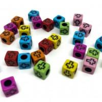 50 perles 8mm acryliques forme carré motif croix mélange de couleur  ( PA8-19)
