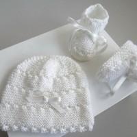 Bonnet bebe et chaussons, ensemble Naissance, tricote main blanc, tricot bb fille calinou SUR COMMANDE