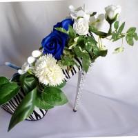 Escarpin compensé zebré noir et blanc avec  fleurs en savon blancs/bleu nuit