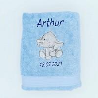 Broderie personnalisé motif éléphanteau sur serviette, drap de bain, cape de bain, peignoir ou pochon de rangement