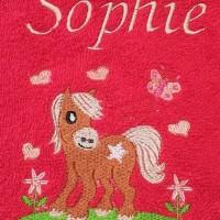 Broderie personnalisé motif poney sur serviette, drap de bain, cape de bain, peignoir ou pochon de rangement