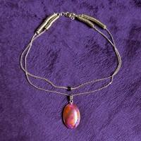 Collier Agate de feu pierre fine en pendentif, serti ovale 4,2 cm x 2,1 cm, oranger rose - chaîne double avec rondelles métal or et cristal