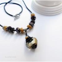 Collier mi long diffuseur huiles essentielles, collier d' aromathérapie et sa fiole en verre noir et or