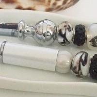 Parure deux pièces Envol du Papillon , stylo bille et coupe-papier, Perles blanches, noires et métal argenté, cadeau papeterie