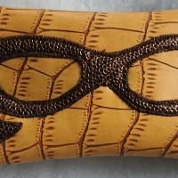 Etui a lunettes .. simili cuir couleur moutarde intérieur tissu coton graphiques