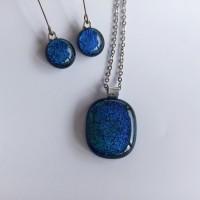 Parure - collier . boucles d'oreilles pendantes longues - bleu-vert dichroïque - acier inoxydable - verre