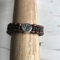 Bracelet cuir marron et bronze, coulissant avec breloque Triskel, création artisanale