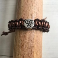 Bracelet cuirbronze et marron,  coulissant avec breloque Triskel, création artisanale