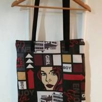 grand sac fourre-tout zippé noir et rouge