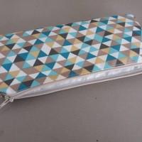 Trousse zippée en toile enduite triangles bleu/beige/turquoise