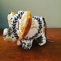 Petit éléphant de Noël (2)
