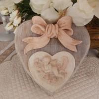 c?ur double  superposés bois et plâtre durcit motif angelot et n?ud rose décor murale