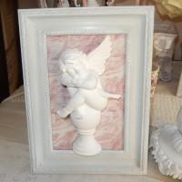 angelot encadré fond tissu marbré harmonie grise rose blanche