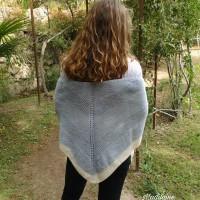Châle tricoté main en laine mérinos shetland bleu igloo et écrue