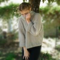 A pull femme beige, tricoté main en laine mohair et soie, esprit cocooning, féminin, romantique