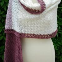 Etole femme crochetée main en laine merinos et shetland écrue, fleur de thym et roseraie