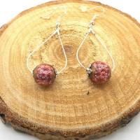 Boucles d'oreilles argentées gouttes, perles fleurs vieux rose